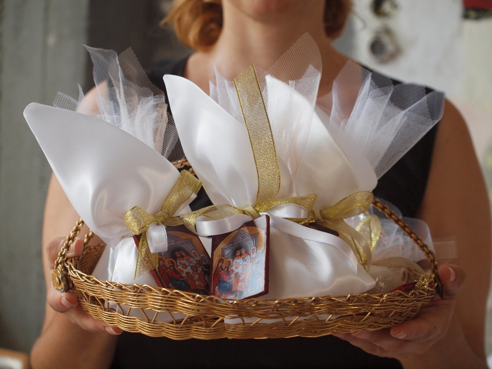 Wedding Bomboniere Gifts: Wedding Bomboniere With Golden Details- Cana Wedding Feast