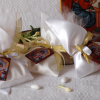 Satin and golden details for the wedding favors